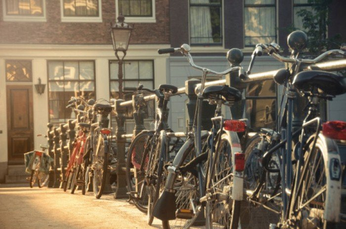 Learn how to navigate Amsterdam without a map in under 5 minutes