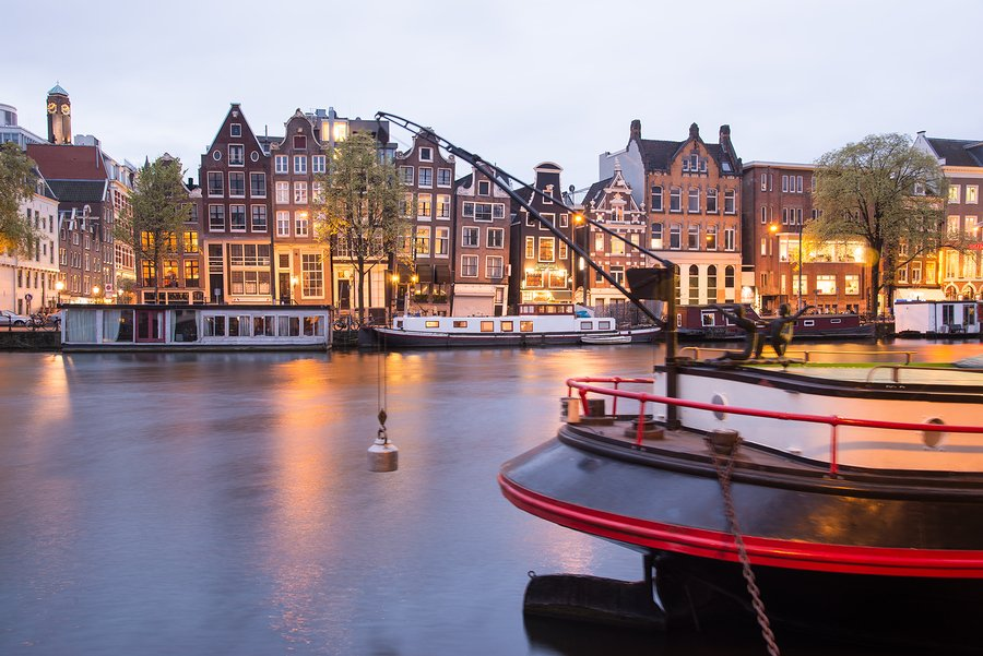 Living on a canal houseboat in Amsterdam, make your dream a reality